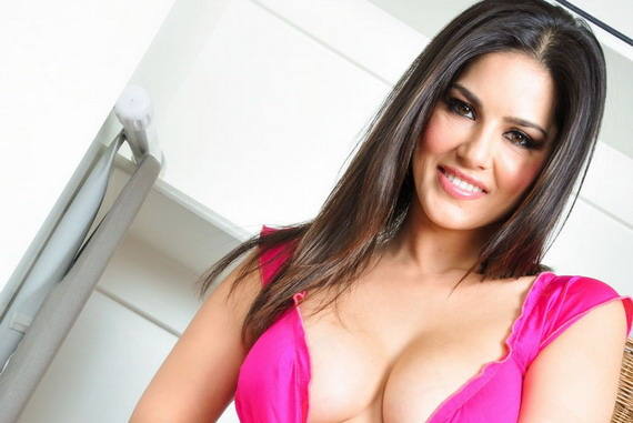 Sunny Leone on Top of the Washer and other Hot Links