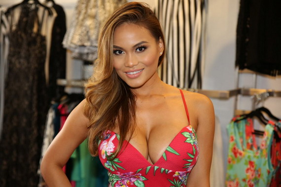 Daphne Joy Overflows a Summer Dress and other Hot Links