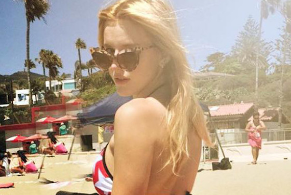 Bella Thorne Gets How to Use Instagram and other Hot Links
